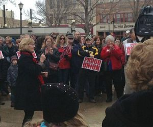 Rally against collective bargaining changes fills Mason City's Central Park